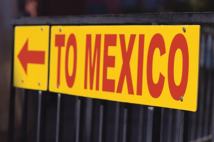 "Sign ""To Mexico"""